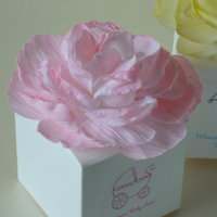 Basic Ivory Flower Top Favor Box